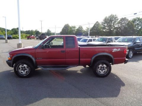 Pre-Owned 2000 Chevrolet S-10 LS w/ZR2